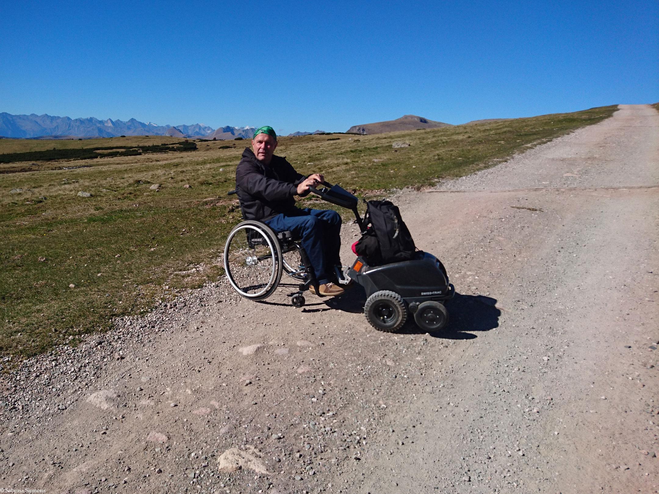 Wheelchair-Tours-Wheelchair-Rittner-Horn-Rueckblick-Ortler-Weg-with-Baumi2-1