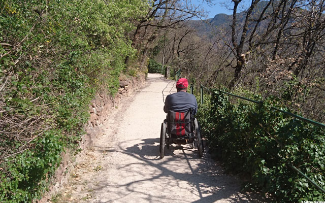 Wheelchair-Tours-Rollstuhl-Eisacktal-Gunschna-Promenade-mit-Walter-2