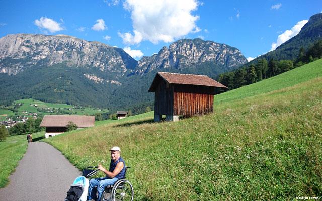 Wheelchair-Tours-Wheelchair-Eisacktal-Schnaggenkreuz-Hütte-with-Walter