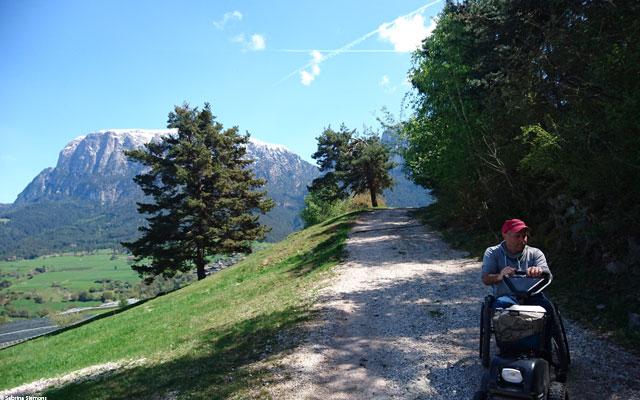 Wheelchair-Tours-Wheelchair-Eisacktal-Schnaggenkreuz-Weg-von-Proesels-zum-Schnaggenkreuz-rueckwaerts