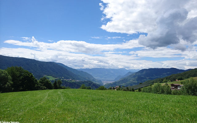 Wheelchair-Tours-Wheelchair-Eisacktal-Schoenblick-Schnaggenkreuz-Ausblick-Bozen