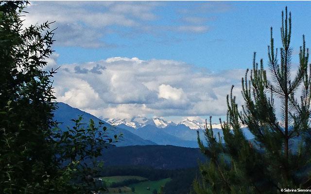 Wheelchair-Tours-Wheelchair-Eisacktal-Schoenblick-Schnaggenkreuz-Ausblick-Waldweg-Ums-Direction-Nordalpen