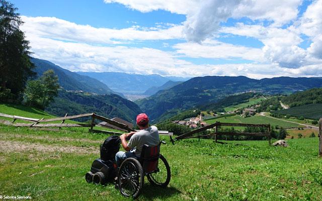 Wheelchair-Tours-Wheelchair-Eisacktal-Schoenblick-Schnaggenkreuz-Ausblick-geniessen