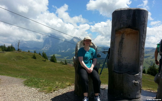 Wheelchair-Tours-Wheelchair-Seiser-Alm-Puflatsch-Puflatscherhutte-with-Sabrina.