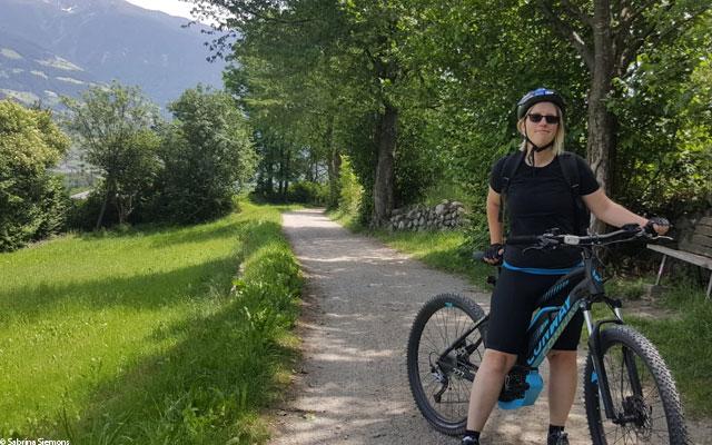 Wheelchair-Tours-Rollstuhl-Eisacktal-Brixen-Vahrner-See-Keschtenweg-mit-Sabrina