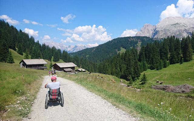 Tour in sedia a rotelle - Escursioni in sedia a rotelle-Seiser-Alm-Mahlknechthuette-Heimweg-Direzione-Tirler-Alm