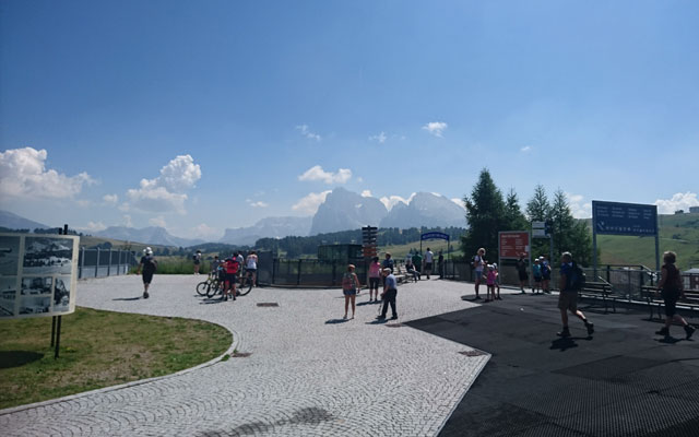 Escursioni in sedia a rotelle-Seiser-Alm-Mahlknechthuette-Punto di partenza-Stazione di montagna-Seiser-Alm