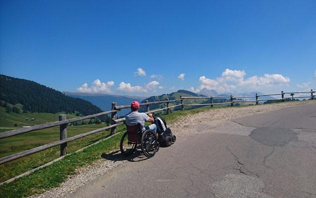 Escursioni in sedia a rotelle-Seiser-Alm-Mahlknechthuette-Weg-Santner-Hotel