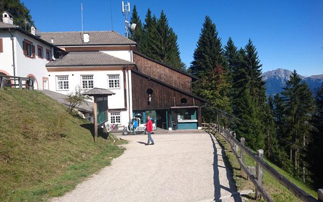 Wheelchair-Tours_Rollstuhl-Touren-Meran-Umgebung-Virgiljoch-Bergstation-Lana