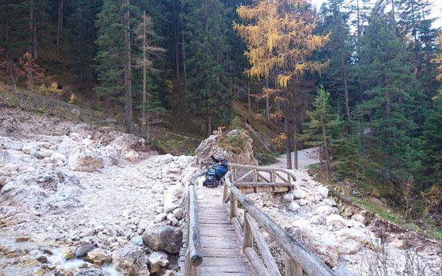 Wheelchair_Tours_Dolomiten_Rosengarten_Haniger_Schwaige_Brücke