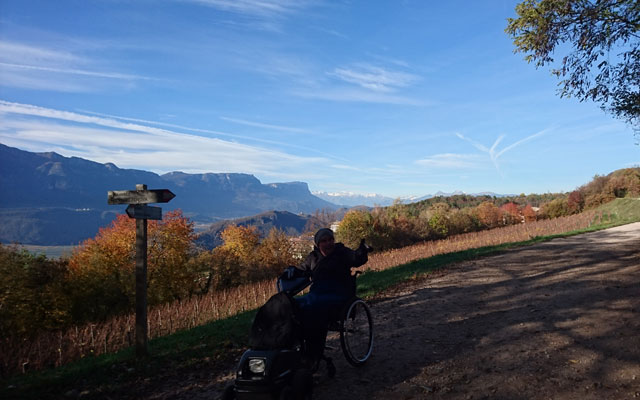 Tour in sedia a rotelle_Rollstuhl_Unterland_Trudner_Horn_letztes_Stueck-II-Baumi
