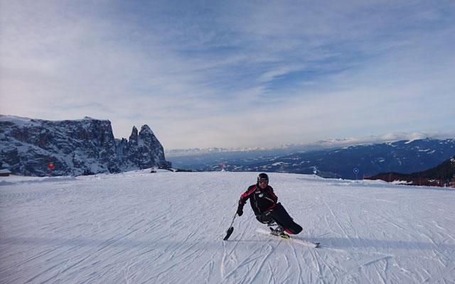 Wheelchair-Tours-Rollstuhl-Winterimpressionen-Monoski-Seiser-Alm-Panorama-Sessellift