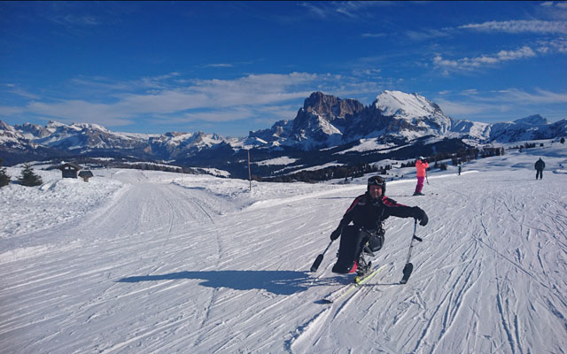 Wheelchair-Tours-Wheelchair-Winterimpressions-Monoski-Seiser-Alm-Plattkofel-Panorama-Paradiso