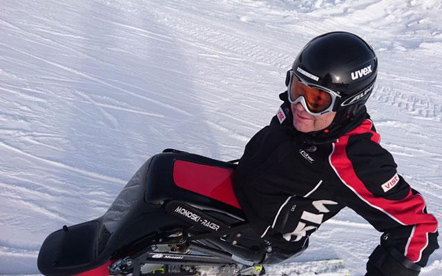 Wheelchair-Tours-Rollstuhl-Winterimpressionen-Monoskifahrer-Baumi-hautnah