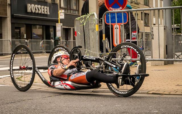 Wheelchair-Tours-Rollstuhl-Ausstattung-Handbike-Superdirk-pixabay