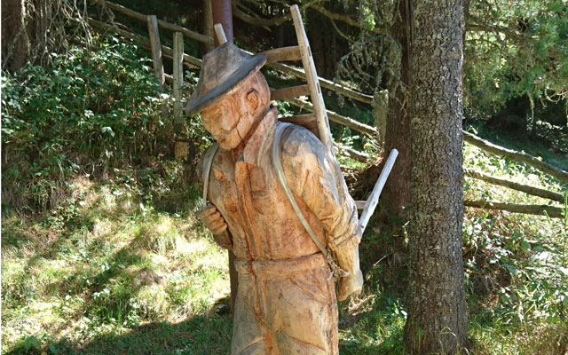 Tour in sedia a rotelle-Pustertal-Muehlbachtal-Carvings-Holzmann