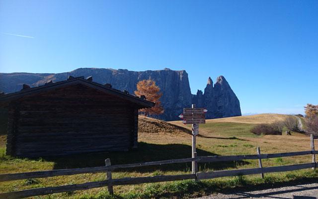 Wegweiser vom Spitzbühl Richtung Saltnerhütte