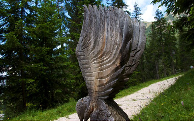 Wood carvings at the nature adventure trail Zans