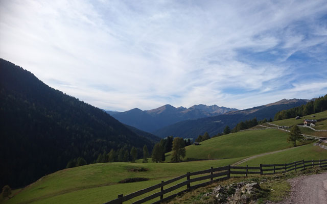 View from the hiking trail towards the valley station