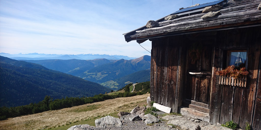 Wheelchair-Tours-Wheelchair-Hiking-Accessible-Sarntal-Reinswald-Direction-Getrumalm-little-hut-on-the-way-featured-image