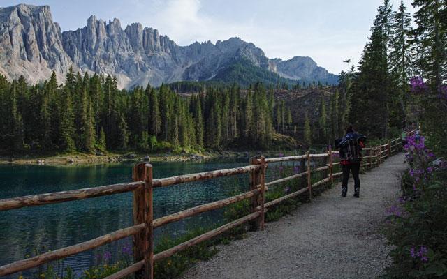 Vista del lago dal sentiero