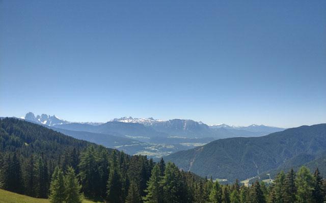 Zur Klausner Hütte: Ausblick auf die Dolomiten