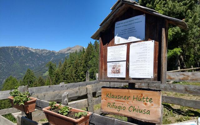 Zur Klausner Hütte: Schild direkt am Parkplatz Kühhof